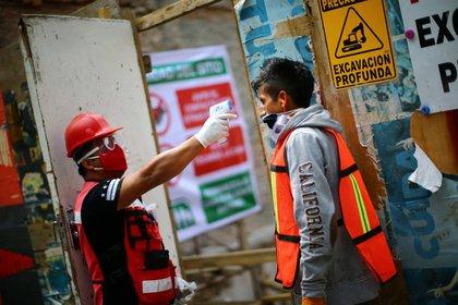 Se reveló que 34,730 pacientes murieron desde el inicio de la pandemia en el país (Foto: REUTERS / Edgard Garrido)