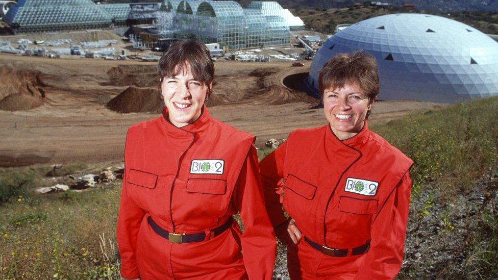 Sally Sylverstone y Jane Poynter.