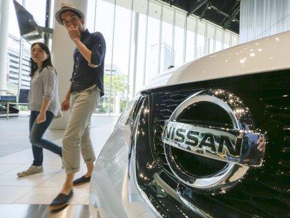 Se deben revisar más de 99,000 vehículos Nissan vendidos en México para detectar posibles errores (Foto de EPA / KIMIMASA MAYAMA)