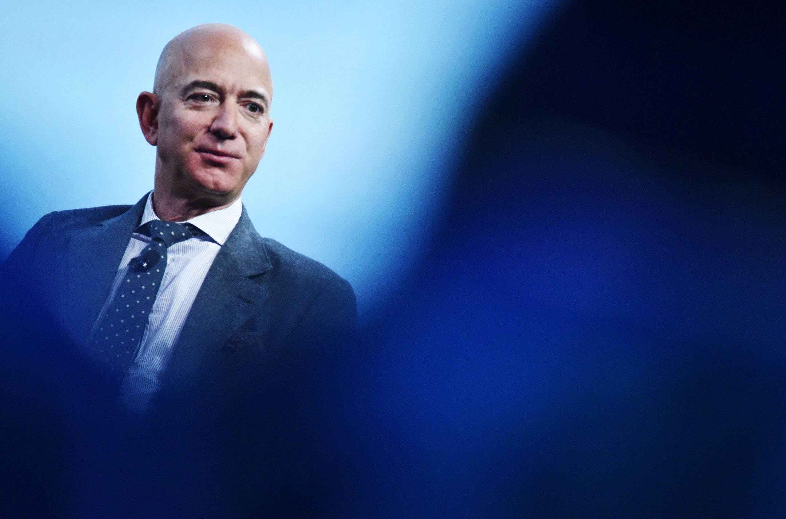 Eff ef Bezos agrega $ 13,000 millones a su fortuna en un día, un récord histórico