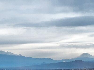 Popocatépetl և Iztaccíhuatl al amanecer con nieve en pleno verano