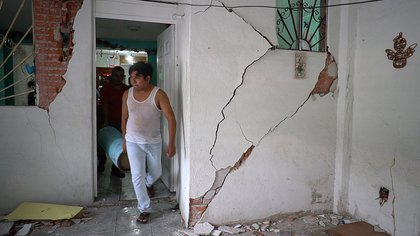 Al menos ocho personas han muerto en el país desde el terremoto del 23 de junio.  Además, al menos 15 personas han sido reportadas como desaparecidas (Foto de EFE / Daniel Daniel Ricardez)