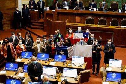 La oposición chilena celebra la aprobación de la retirada anticipada de fondos de pensiones  Foto por REUTERS / Rodrigo Garrido