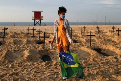 Activista de Río de Paz con una máscara de coronavirus REUTERS / Pilar Olivares TPX IMÁGENES DEL DÍA
