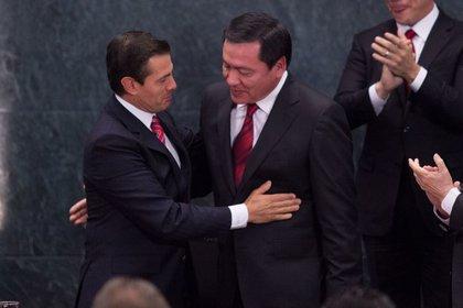 El exsecretario del Interior, Miguel Ángel Osorio Chong, ha aclarado que no compró una casa en México porque volverá a vivir en Pachuca (Foto de Galo Cañas / Cuartoscuro)
