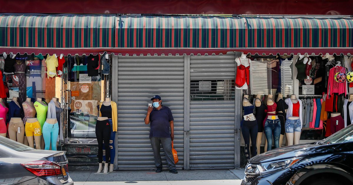 La economía de Estados Unidos cayó a un récord trimestral del 9,5%, y las solicitudes de beneficios por desempleo volvieron a aumentar.