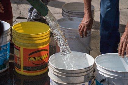Pobre fuente de escaso suministro են la falta de drenaje es estable en áreas de alto atraso (Foto de Saúl López / Roomscuro.com)