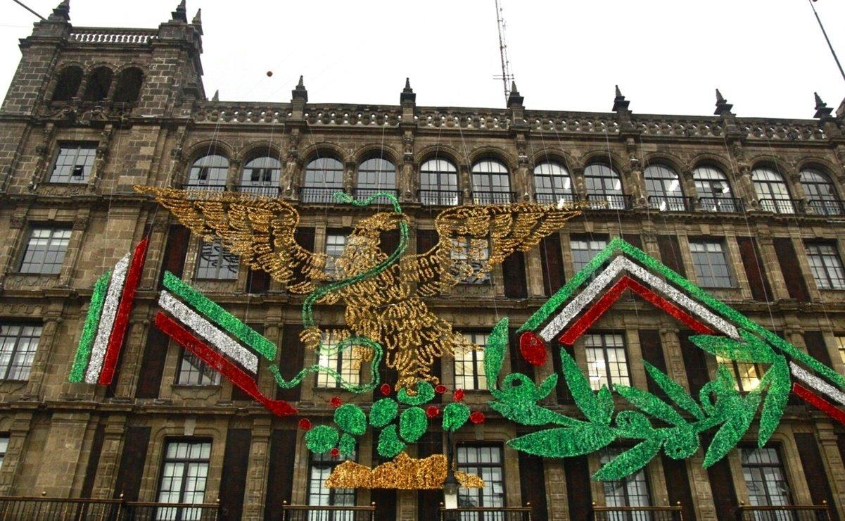 ¿Águila de Morena? CDMX aclara símbolo patrio en el Zócalo
