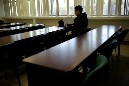Por primera vez, el examen de Comipems se llevará a cabo en escuelas privadas, públicas y edificios gubernamentales.  (Foto por Reuters / Jose Luis Gonzalez)