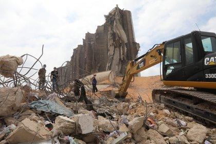 Continúa la búsqueda de supervivientes (Foto de REUTERS / Mohamed Azakir)