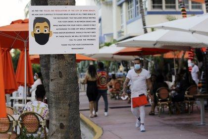 El restaurante informó a los clientes sobre las precauciones a tomar (Foto de AP / Lynne Sladky)