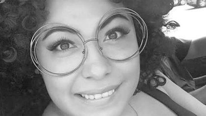 En 2016, el canal de televisión El Sillón YouTuber recibió amenazas de muerte con mantas en el puerto, luego de las críticas que inició contra el entonces alcalde de Acapulco Jesús Evodio Velázquez Aguirre (Foto: Twitter @ Ana_Bunker)