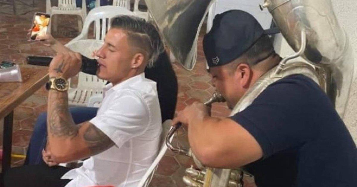 """Mostraron a Chicote Calderini en una supuesta fiesta en medio de una epidemia.  El futbolista aseguró que era una foto """"vieja"""""""