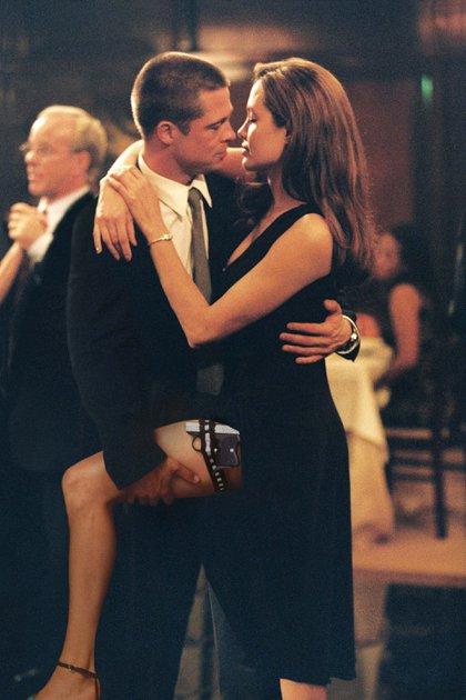 "Brad Pitt և Angelina ol ol en una escena ""Señora Smith"" (Shutterstock)"