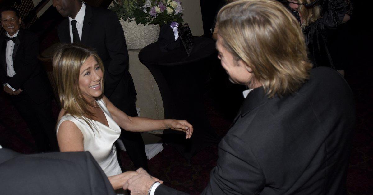 El día en que enn jennifer Aniston lloró en medio de una entrevista cuando se enteró de que Brad Pitt iba a tener un bebé con Angelina Olli