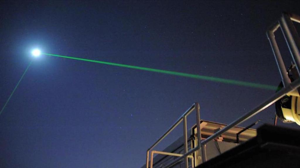 La NASA emite rayos láser en la Luna, por eso