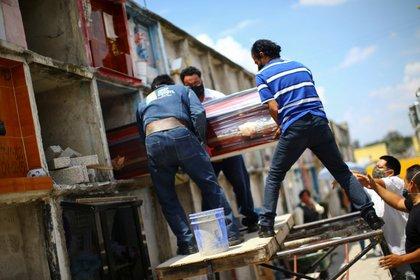Adiós a una mujer en México (REUTERS / Edgard Garrido)