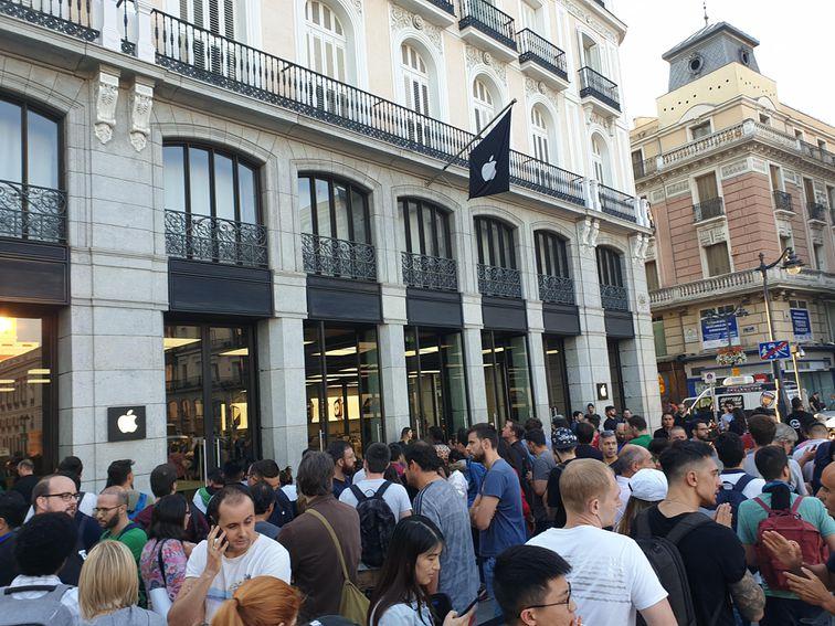 Apple cierra tiendas en España por brote de COVID-19