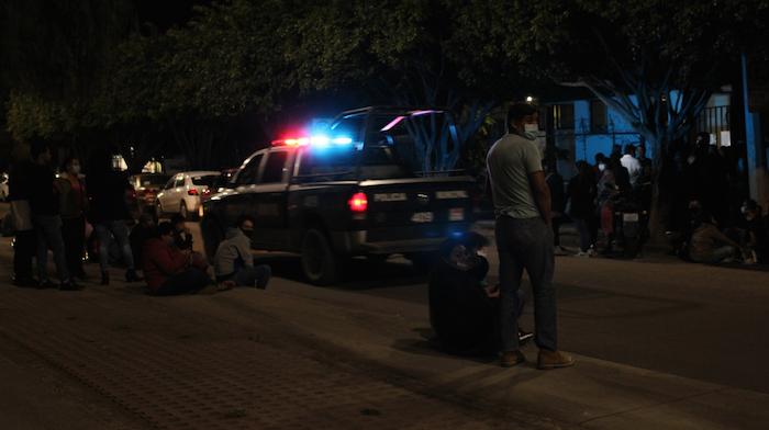 Según más de una decena de testigos, muchos manifestantes fueron ahorcados cuando se reunían frente a la caseta de policía de Plaza Expiatorio, quienes también fueron golpeados y recogidos.