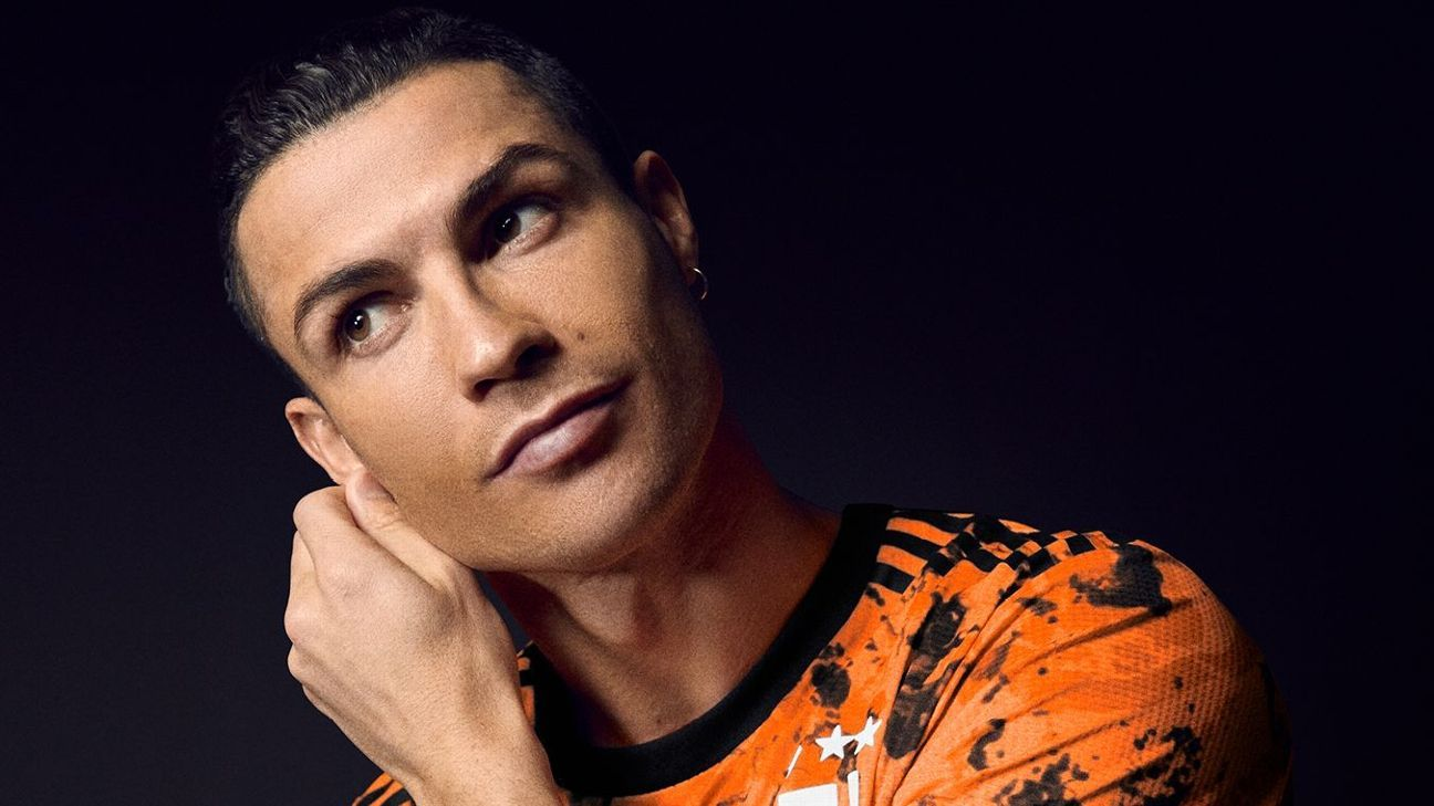 """Cristiano Ronaldo revela la """"naranja valiente"""" de la tercera camiseta de la Juventus 2020-21"""