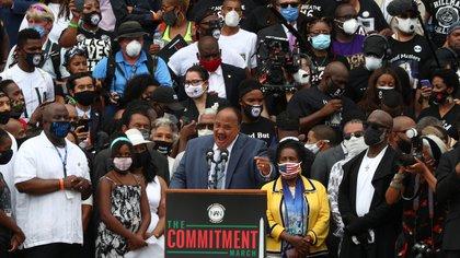 Martin Luther King, Jr., Martin Luther King, Jr., REUTERS / Tom Brenner, se dirige a la multitud en Washington el viernes