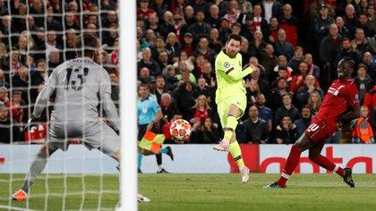 Lionel Messi fue esposado en Anfield, donde el Liverpool aprovechó el ambiente վախ El Barça teme (Reuters)