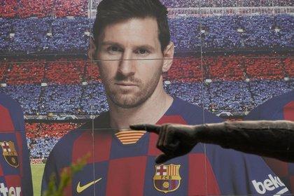 Unos días después, el delantero argentino del Barcelona Leo Messi mandó un burofax al club catalán pidiendo una carta de libertad para poder fichar a otro EFE / Alejandro Garcí en el Camp Nou. Club: