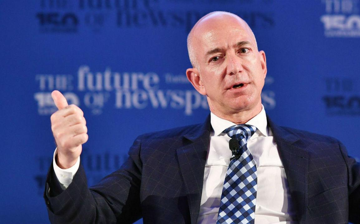 La primera persona con un valor de $ 200 mil millones: ef ef Bezos de Amazon