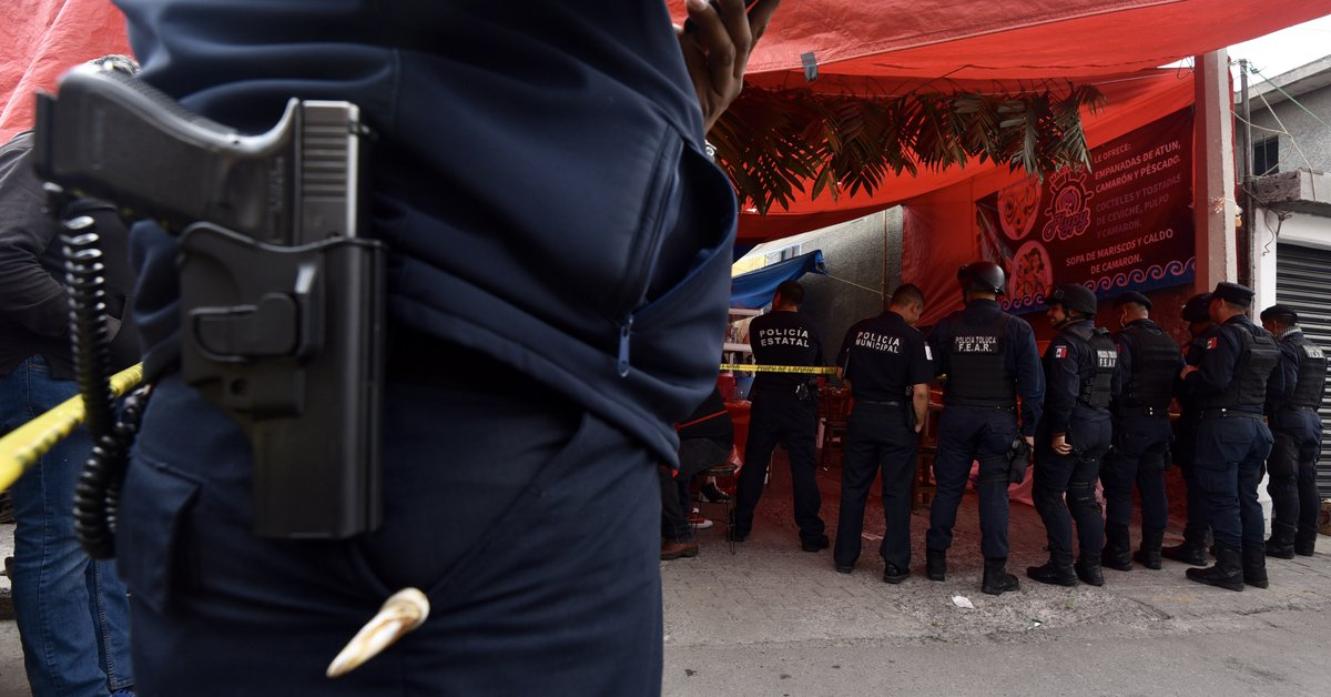 Las víctimas de su video. Los agentes de policía fueron detenidos tras hacer una parodia de CJNG