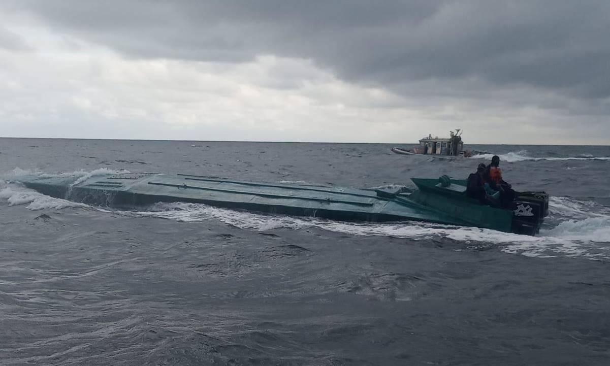 Policía de Colombia intercepta submarino del CJNG con una tonelada de cocaína