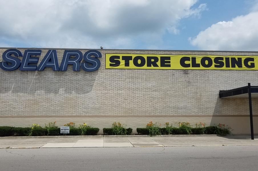 Sears nunca imaginó que sus tiendas se convertirían en almacenes de Amazon