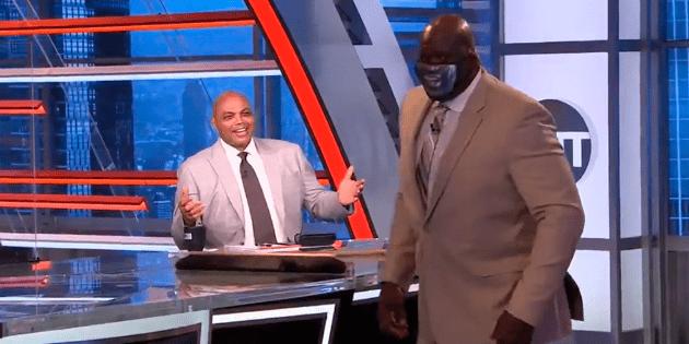Shaquille O'Neal rompe el inodoro de Charles Barkley para limpiar el grupo de la NBA de los Lakers