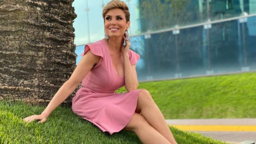 ¡Maravilloso! Carmen Muñoz se enoja con Azteca TV por modelar vestido desgarrador mexicano