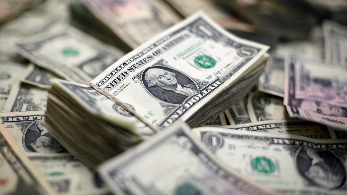"""El economista Peter Schiff señala el hecho de que el dólar cayó """"La economía de las tarjetas colapsará"""""""