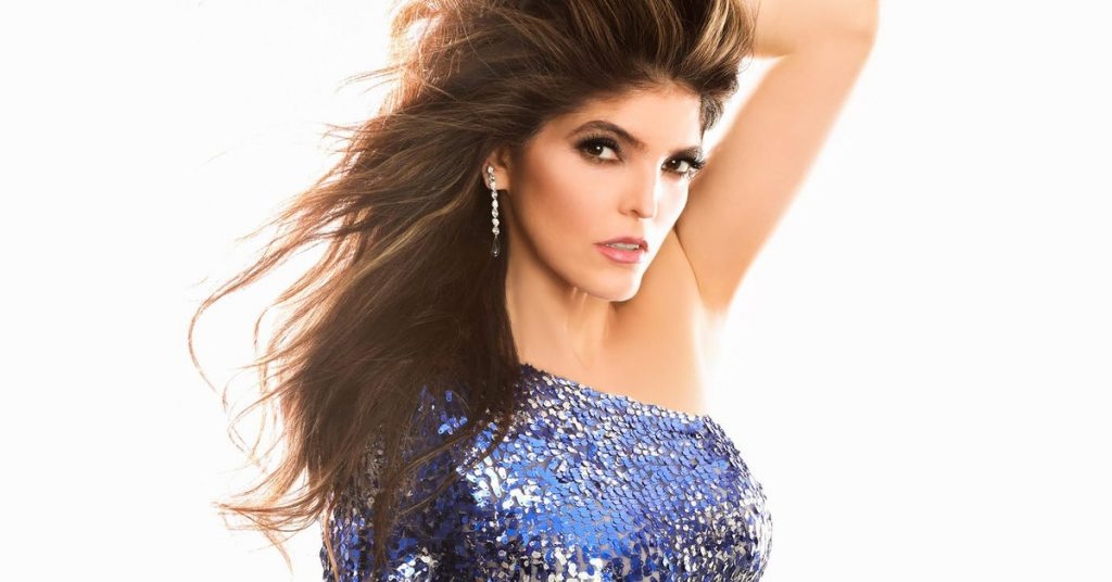 Ana Bárbara causó sensación con un típico vestido mexicano transparente