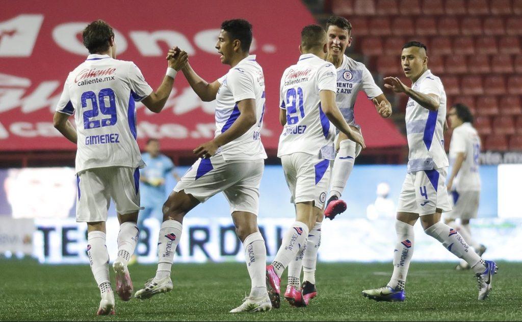 Cruz Azul derrota a Xolos, persigue a Pumas en la cima del Guardianes 2020