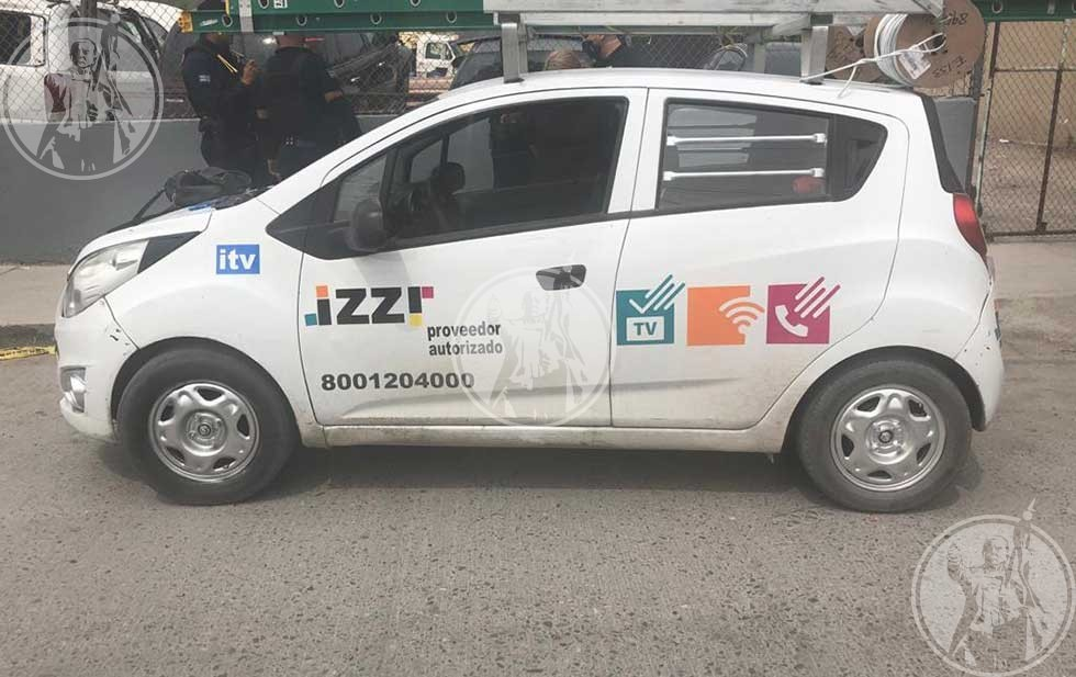 Varios atacantes utilizaron un automóvil de una empresa de telecomunicaciones